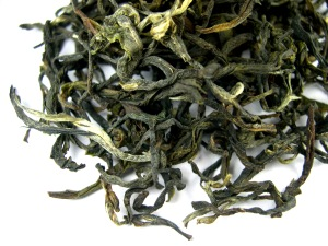 Semi-oxidised oolong tea leaves. This oolong has been produced to exhibit characteristics similar to a full-bodied green tea.